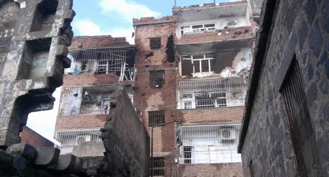 Rund 200 Zivilisten in Sur von einem Massaker des türkischen Staates bedroht