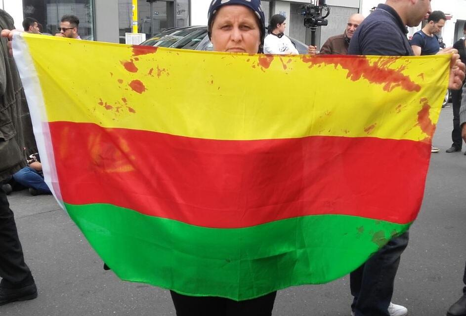 Die blutige Fahne von Rojava – Polizeigewalt auf Demonstration gegen das Fahnenverbot