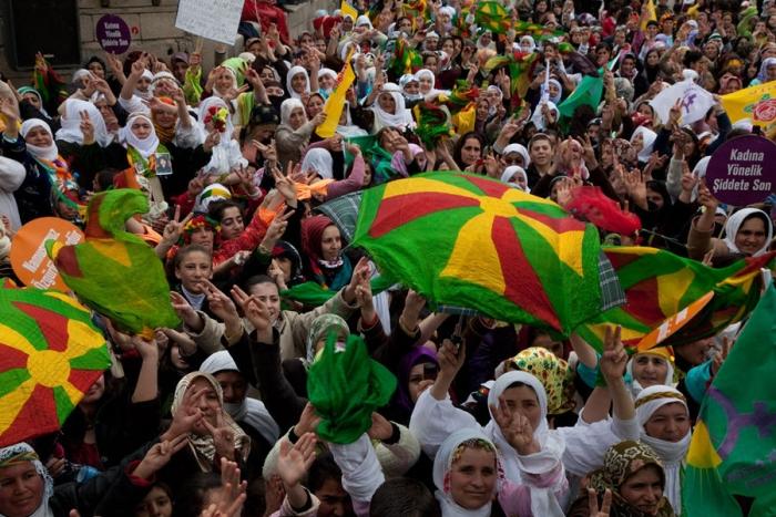 """Demokratisches Kurdistan, Demokratische Mittelostföderation, Globaler Demokratiekongress"""