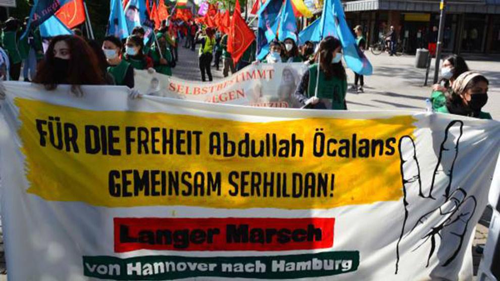 """Organisatoren des """"Langen Marsches"""" bei ÇIRA FOKUS"""
